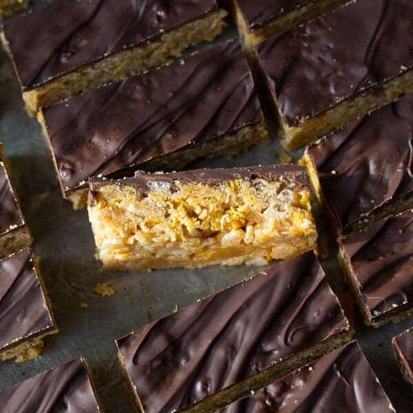 rows of no bake peanut butter crunch cereal bars