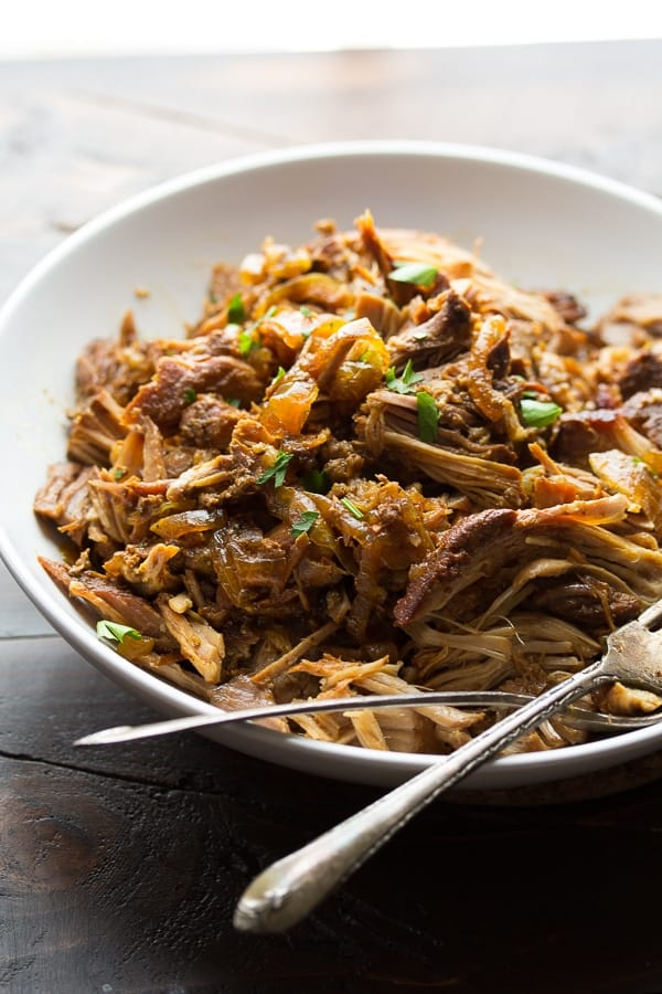 Slow Cooker Maple Pulled Pork (3 ways): 6 ingredients and 15 minutes to get it into the crockpot, then cook on low for 8 hours. And three ways to serve the pulled pork! @sweetpeasaffron