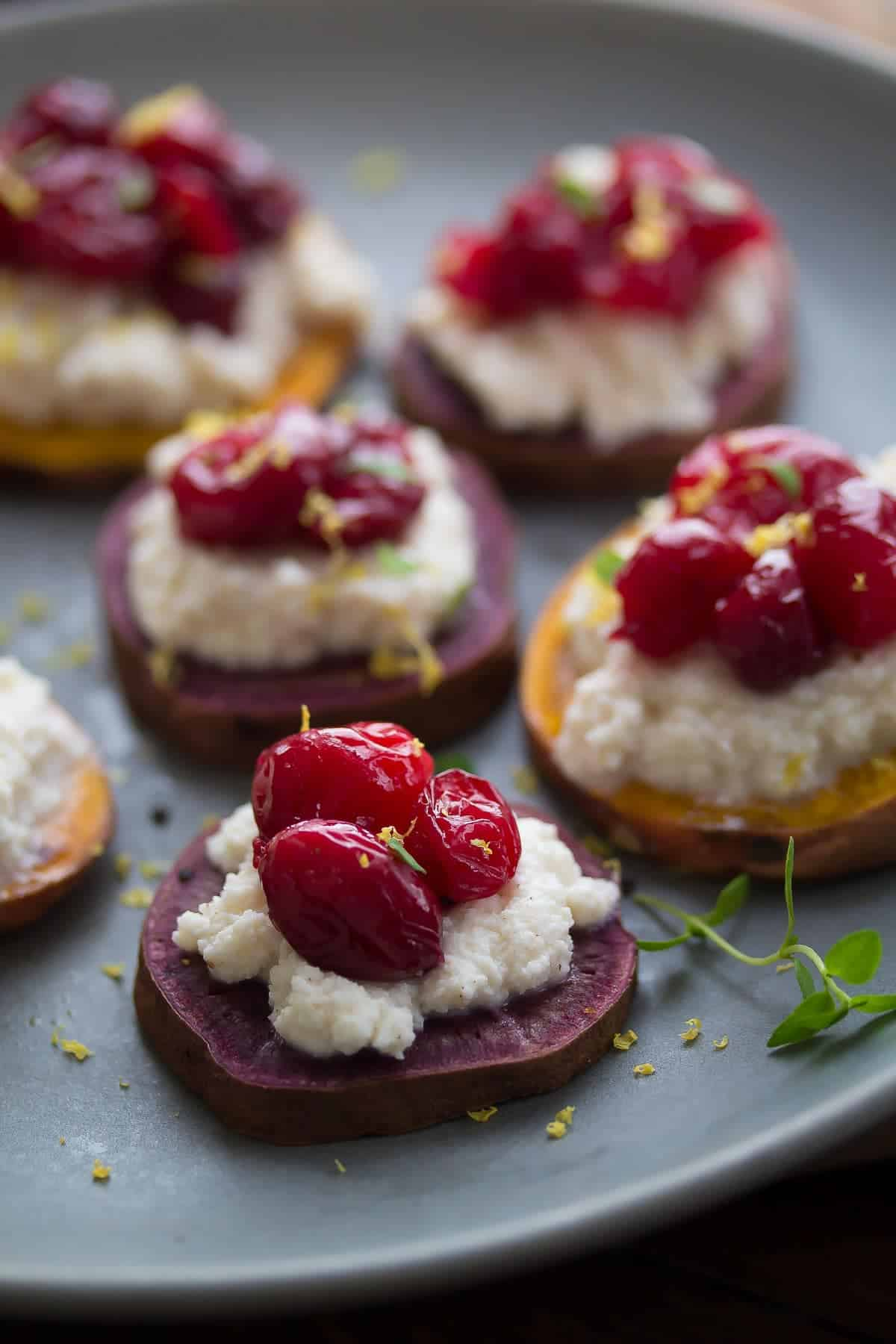 Sweet Potato Crostinis with Spiced Ricotta and Roasted Cranberries are up on the blog today! A healthy holiday appetizer that is packed full of superfoods and can be made ahead of time.