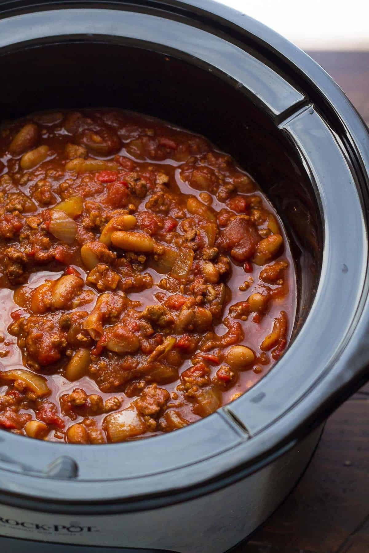 This hearty slow cooker chili gets a flavor boost from roasted red peppers, smoked paprika and a splash of balsamic vinegar. It's easy, hearty and makes for a delicious lunch or dinner!