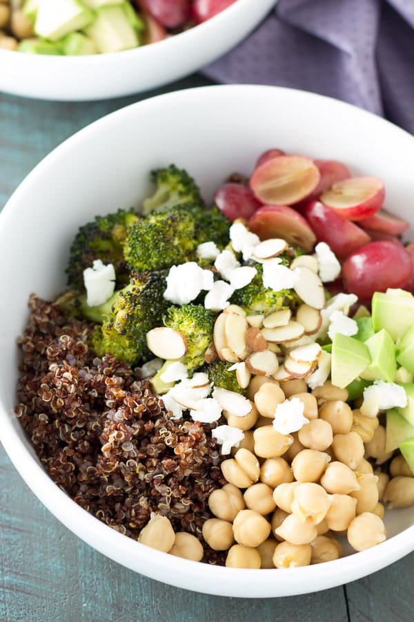 quinoa-and-roated-broccoli-lunch-bowls-4553