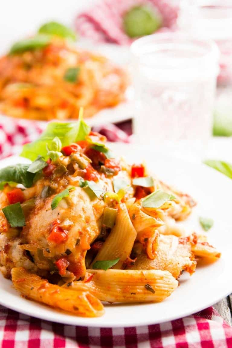 one-dish-easy-chicken-cacciatore-pasta-bake-recipe-3-768x1152