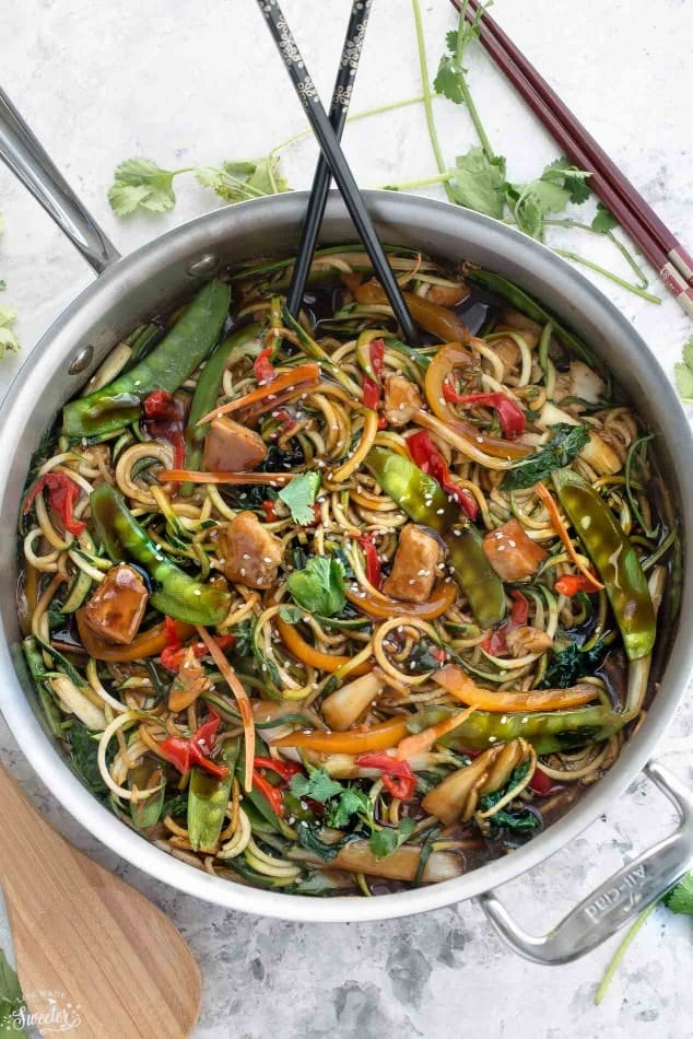 Healthy-Chicken-Chow-Mein-Zoodles-makes-the-perfect-easy-weeknight-meal2-e1457433649419