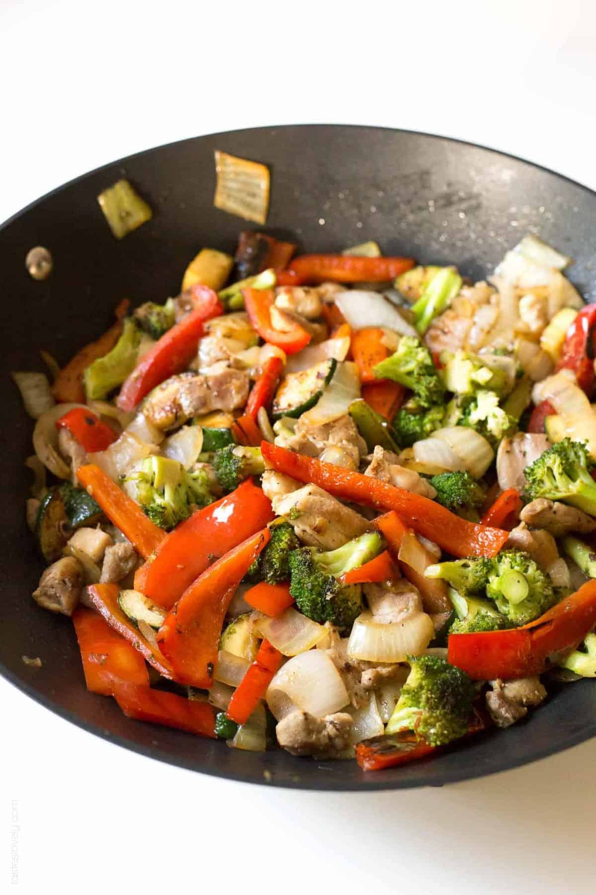 Broccoli-and-bell-pepper-chicken-stir-fry-made-with-the-BEST-stir-fry-sauce-3