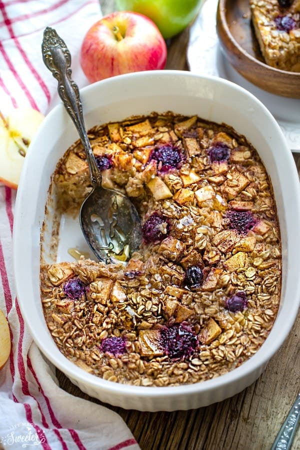 Apple-Maple-Baked-Oatmeal-makes-the-perfect-easy-breakfast-or-brunch-e1471865216415
