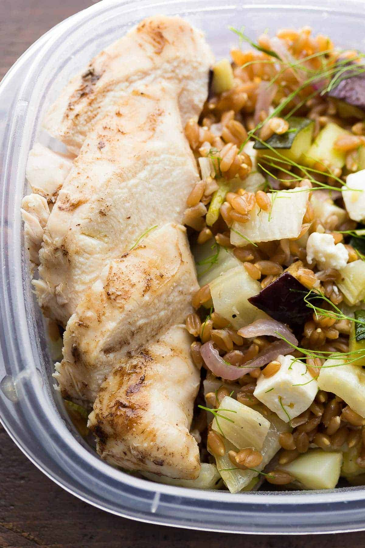 Mediterranean Farro Chicken Lunch Bowls, make a big batch on the weekend and you'll have 4 work lunches ready