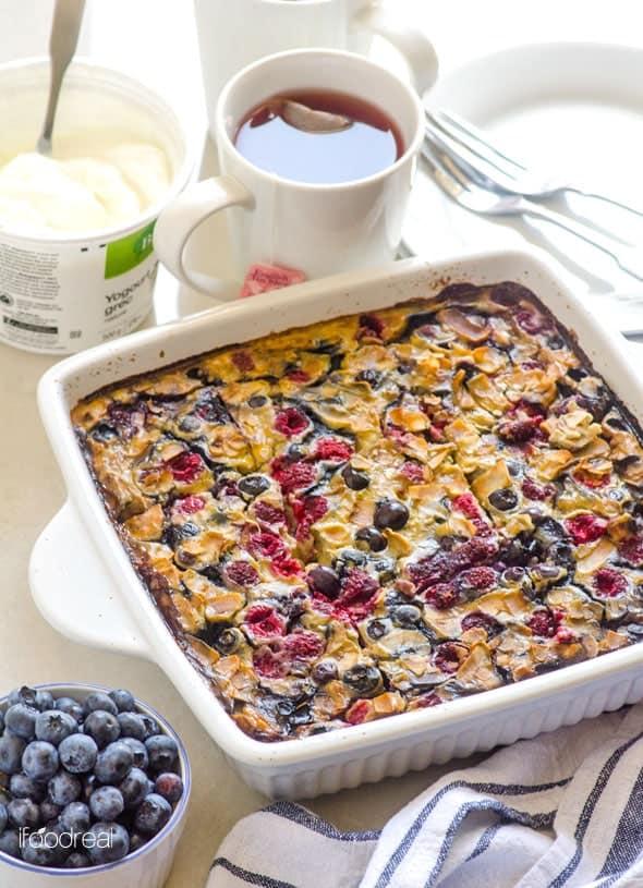 sliced1-berry-banana-quinoa-oatmeal-breakfast-bake-recipe