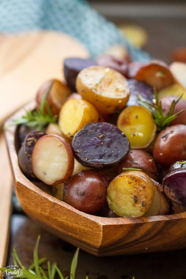 slow-cooker-rosemary-garlic-tri-color-potatoes-makes-an-easy-side-dish-perfect-for-the-holidays-e1444213548474