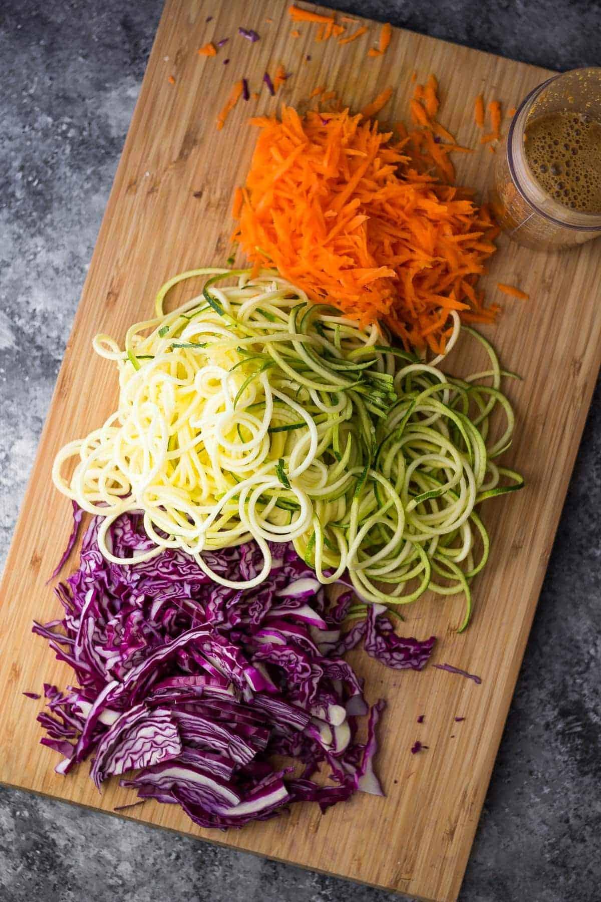 spiralized-veggie-thai-noodle-bowls