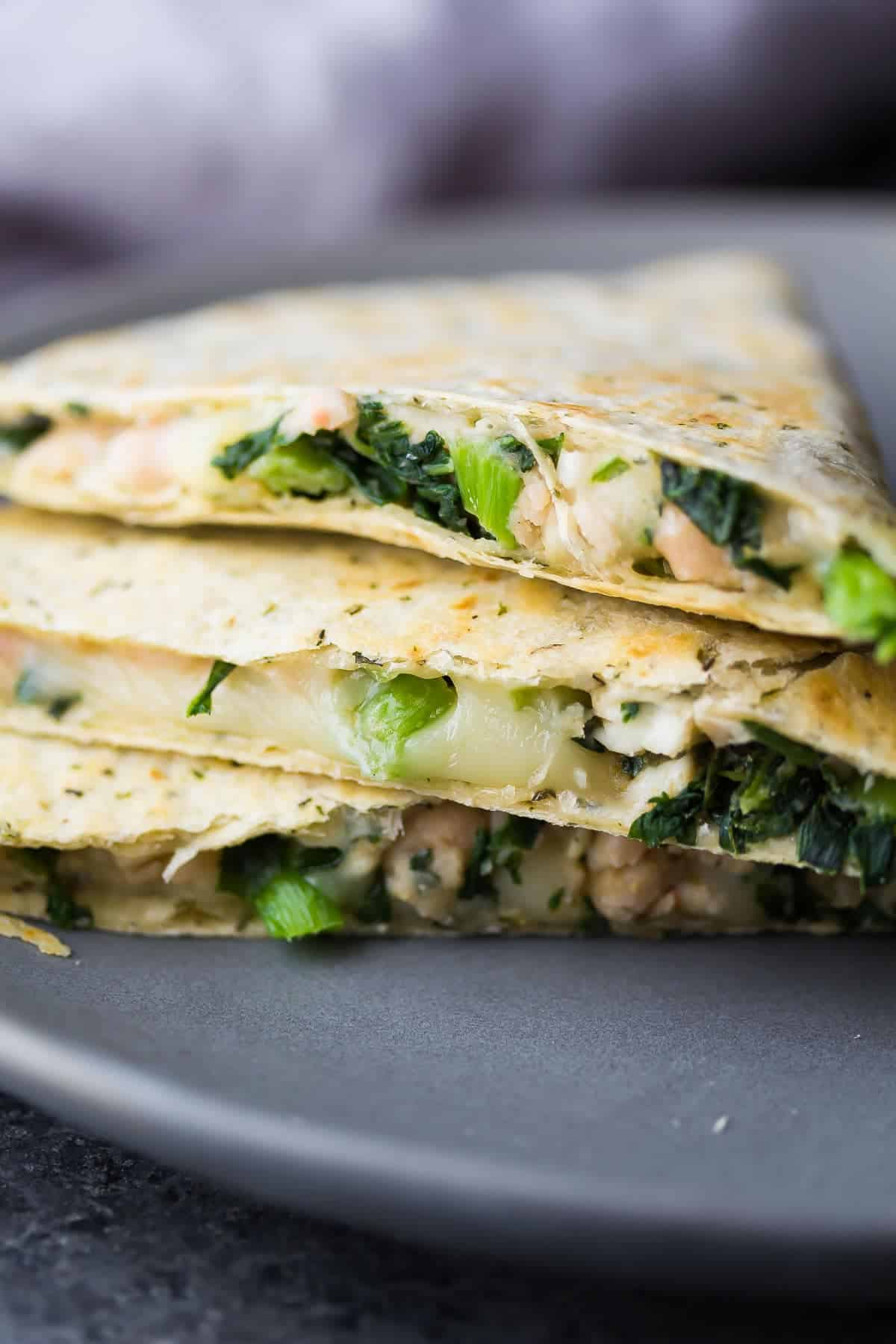 These Smashed White Bean & Spinach Quesadillas (Freezer Friendly) are a great healthy meal prep work lunch option that will actually keep you full!