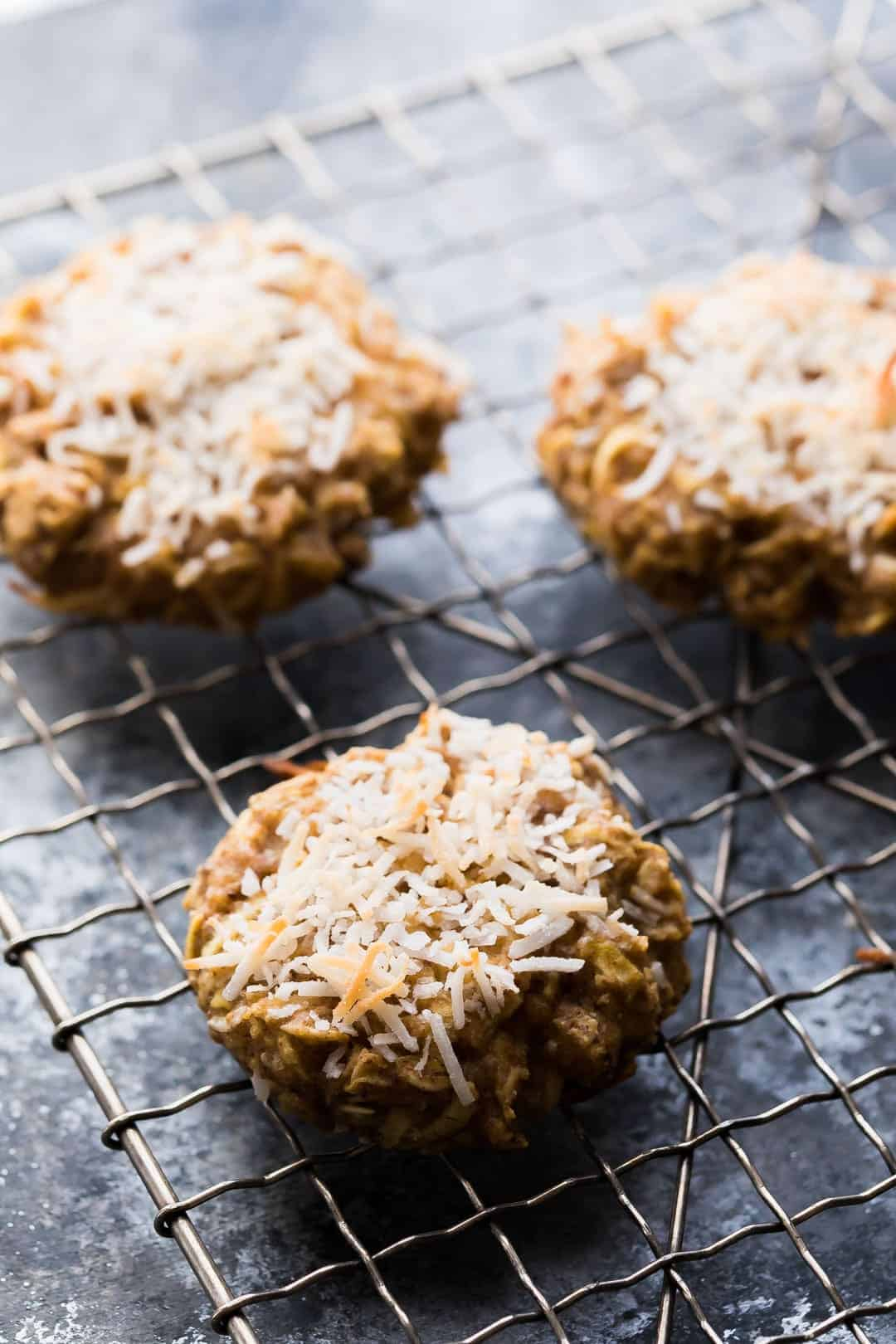 These Healthy Apple Almond Butter Snack Cookies are the perfect healthier snack to satisfy your sweet tooth! Perfect in a packed lunch.