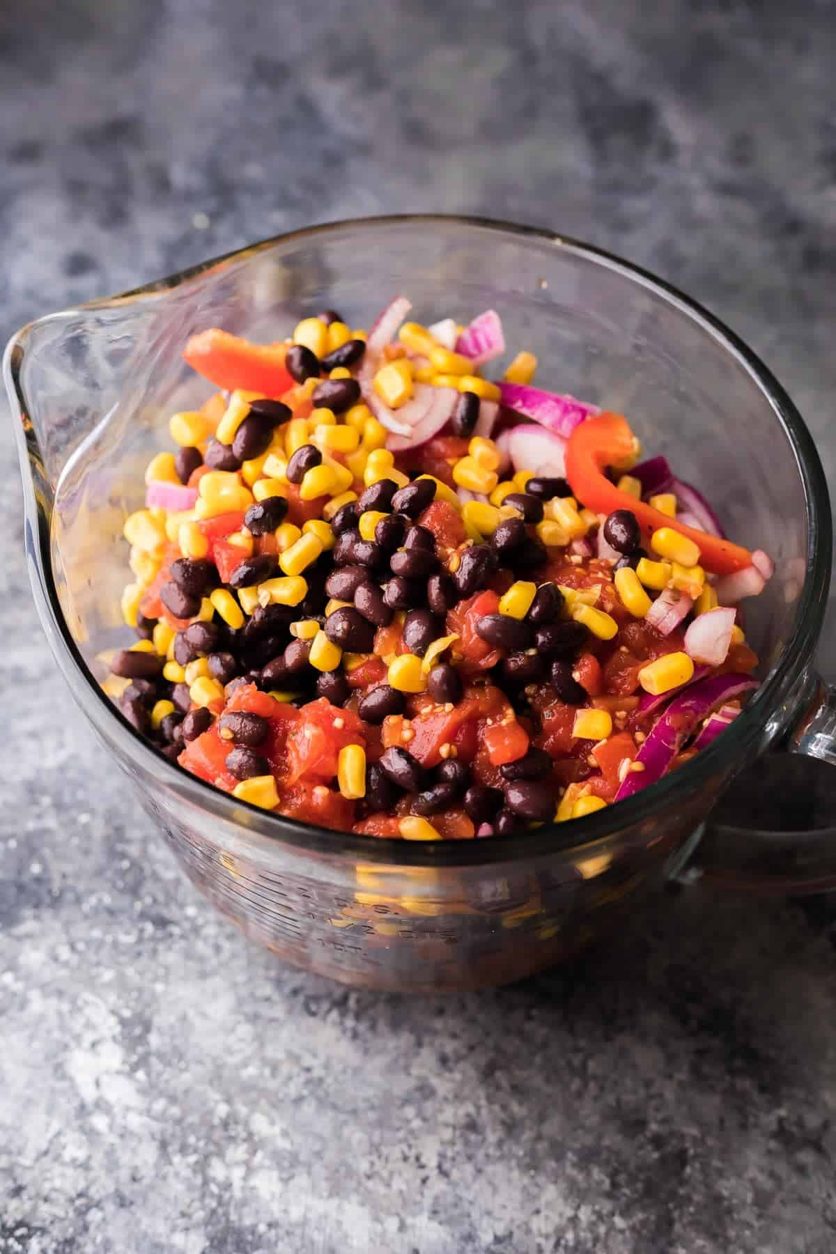 (Make Ahead) One Pot Black Bean Fajita Pasta: assemble this recipe during your meal prep, then stash it in the freezer or fridge until you're ready to cook!