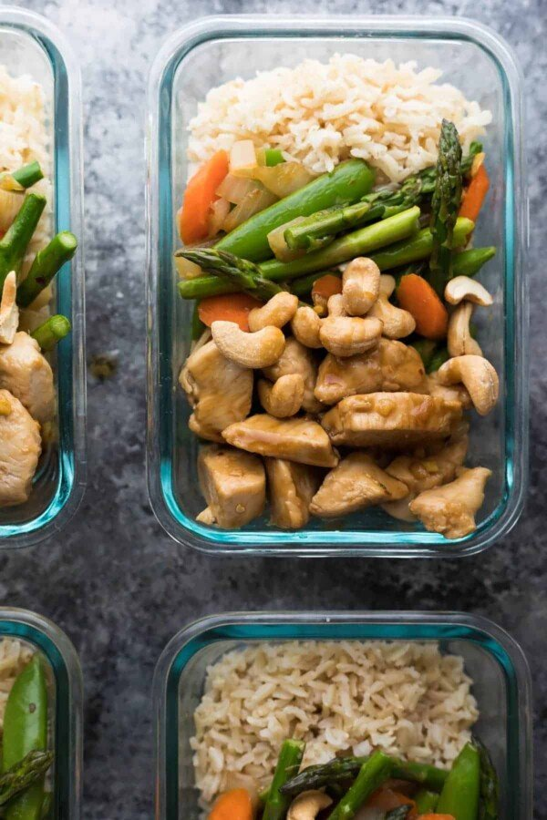 chicken cashew stir fry in meal prep container