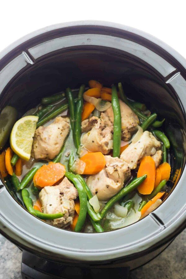 Slow cooker lemon garlic chicken thighs freezer to crock for Cooking chicken thighs in crock pot