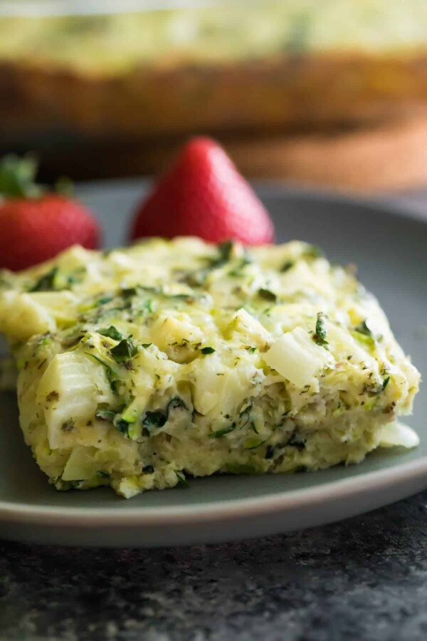 Herb zucchini & kale egg bake that you can make ahead and store in the fridge or freezer for a healthy meal prep breakfast on the go! Packed full of protein and veggies to give you a healthy start to your day.