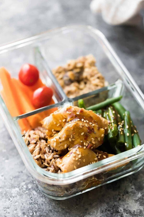 Instant Pot honey sesame chicken breast is simple to prep, easy to cook, and comes out perfectly juicy every time! This recipe comes with a sweet and savory sauce that you can spoon over rice or veggies, and it can be turned into Instant Pot freezer packs for an easy meal prep dinner idea. #mealprep #sweetpeasandsaffron #instantpot #chicken
