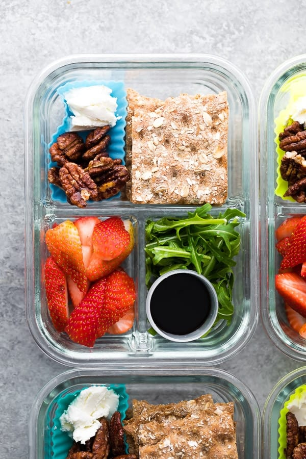 Spring strawberry bento lunch boxes are easy to whip up in under 15 minutes! With fresh strawberries, maple cinnamon pecans, balsamic reduction and more. #sweetpeasandsaffron #mealprep #bento #lunchbox #vegetarian