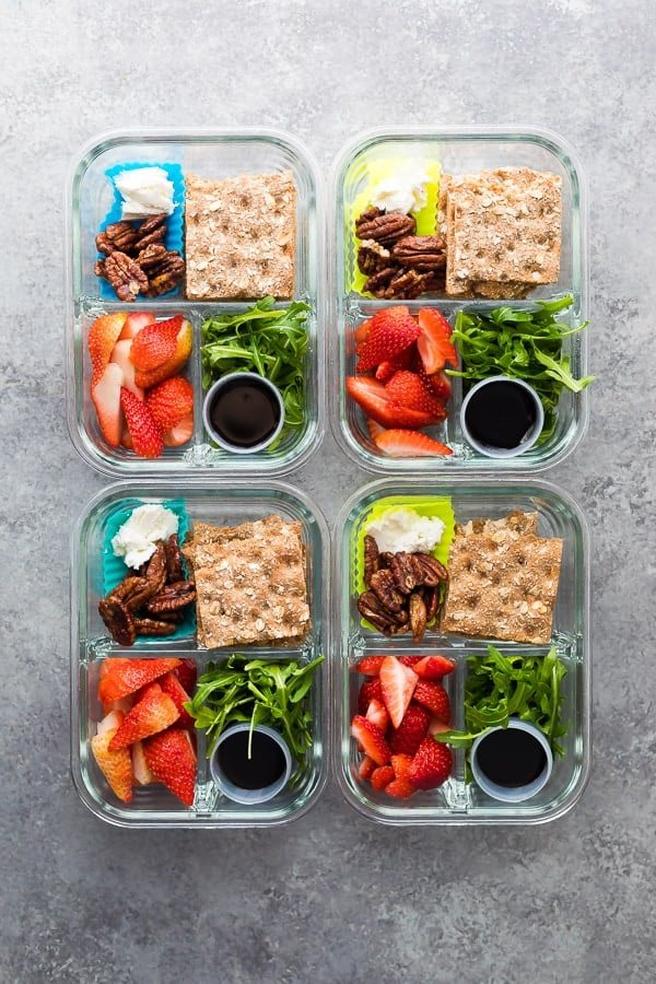 Spring strawberry bento lunch boxes are easy to whip up in under 15 minutes! With Strawberry Bento Lunch Boxes | Sweet Peas and Saffron