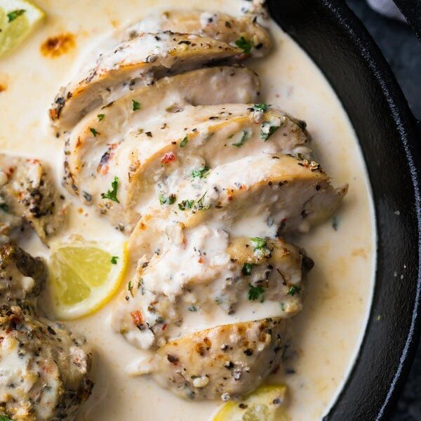 overhead shot of lemon garlic chicken breasts in the instant pot with lemon slices