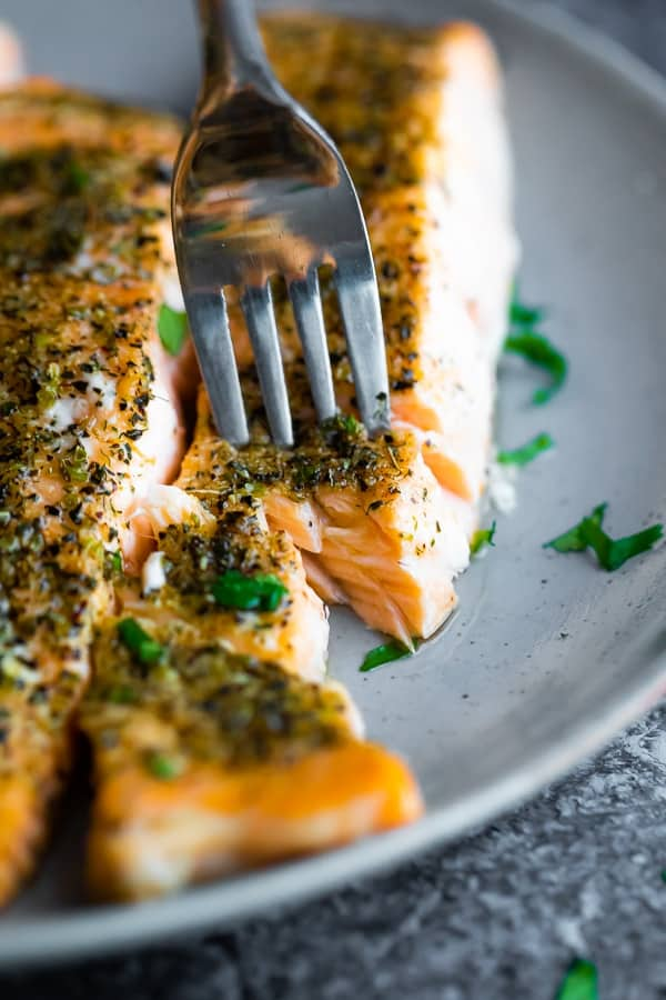 how to cook salmon in the oven- fork flaking cooked salmon