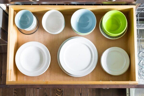 5 Kitchen Organization Tips- store plates and bowls in drawers