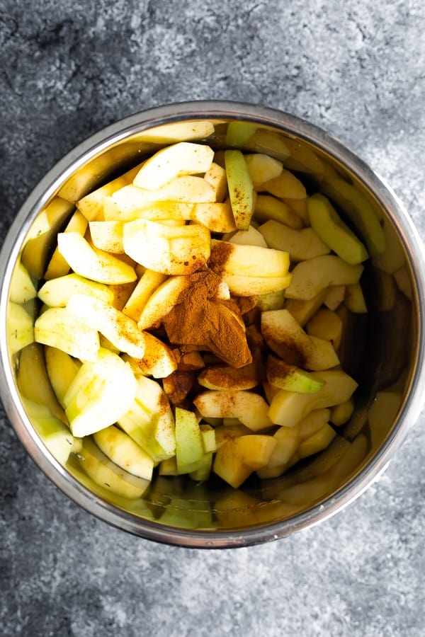 ingredients for applesauce in the instant pot before cooking