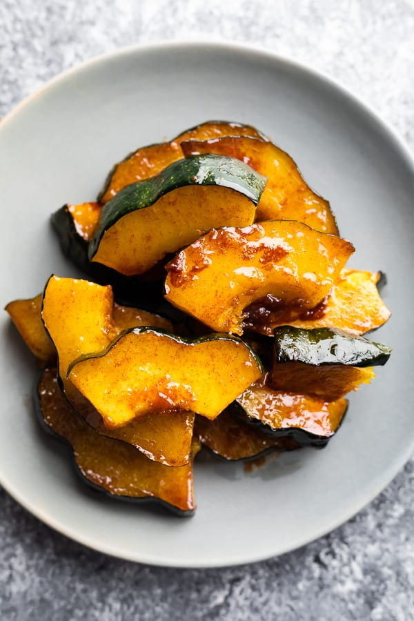 acorn squash oven recipe on grey plate after cooking