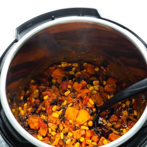 cooked vegetarian chili in an instant pot insert