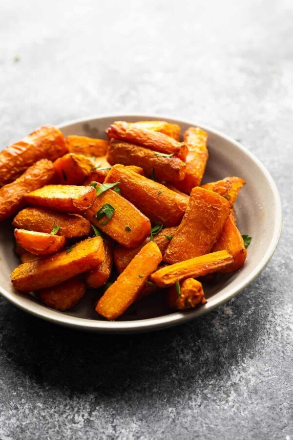 air fryer carrots in a grey bowl