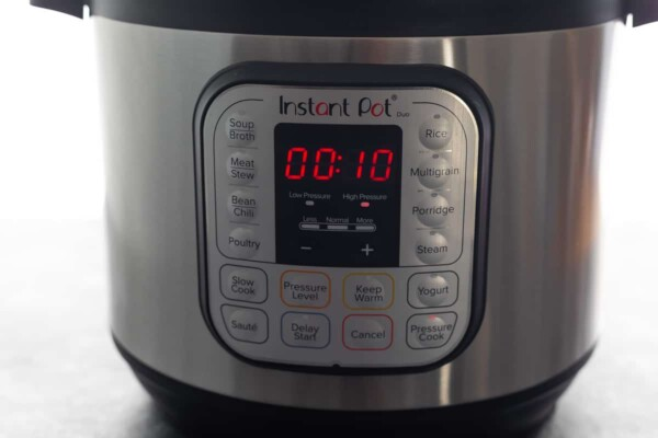 instant pot with 10 minutes on the timer