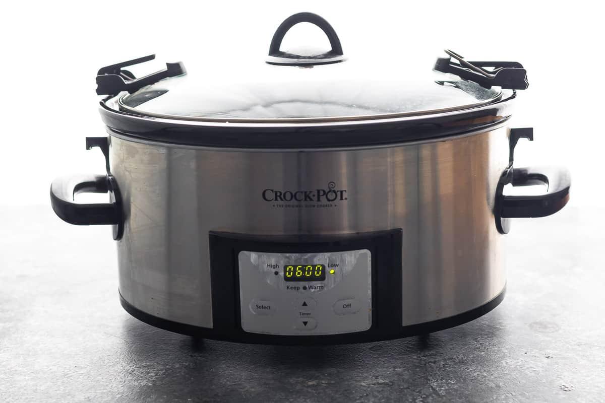 Ekranda 6 saat programlanmış yavaş pişirici