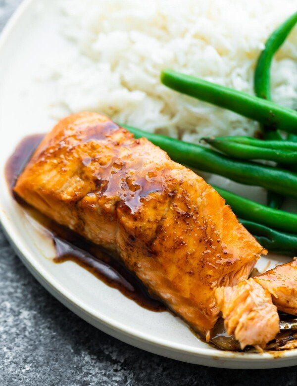 close up shot of balsamic salmon with reduction drizzled over it