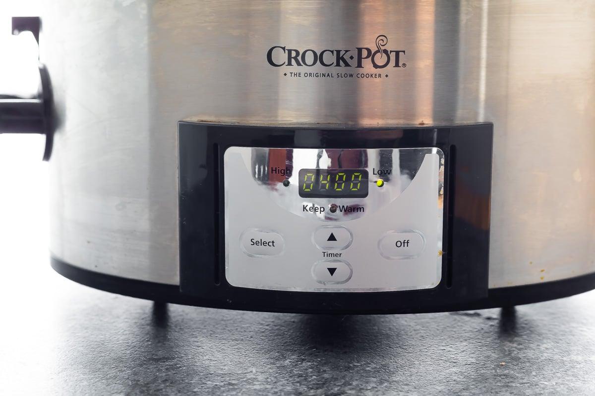 zamanlayıcıda 4 saat düşük olan yavaş pişirici
