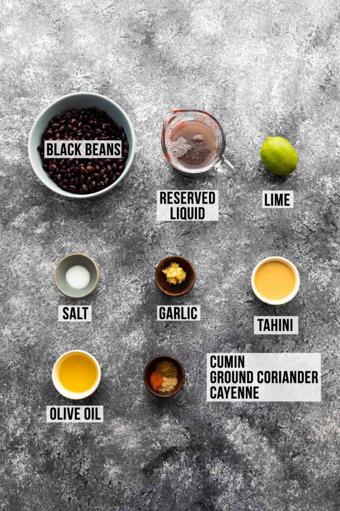 siyah fasulye humusu için gerekli malzemeler (etiketli)